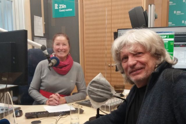 Jiří Pavlica a Andrea Kratinová ve studiu Českého rozhlasu Zlín | foto: Tomáš Chrástek