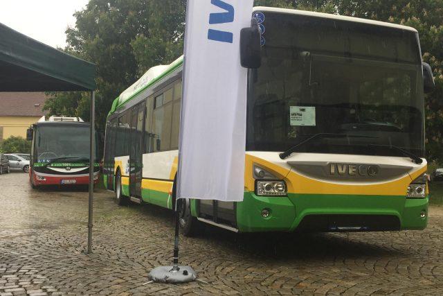Hybridní autobus