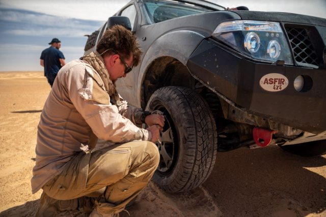 Expedice Z101,  servis auta George v poušti Sahara | foto: Expedice Z101  (bodhi.style s.r.o.)