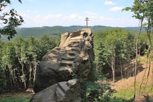 Kazatelna ve svahu kopce Ocásku