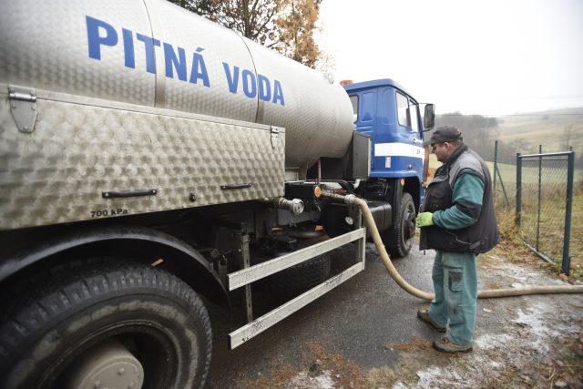 Cisterny musí vozit vodu do Nedašovy Lhoty i Nedašova