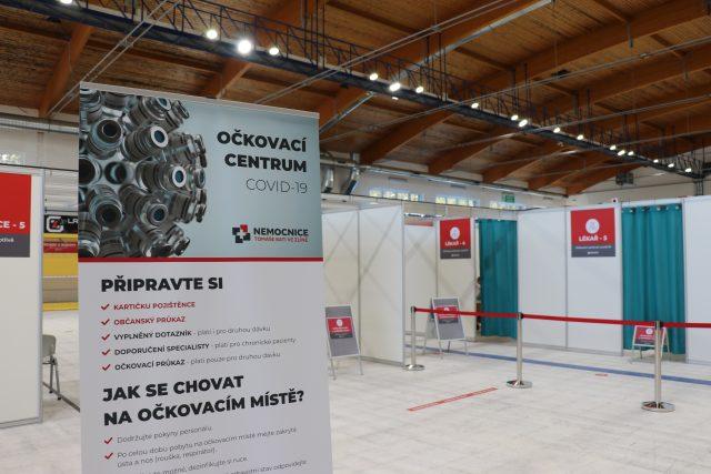 Velkokapacitní očkovací centrum Zlín,  PSG Aréna v den otevření 26. drubna 2021 | foto: Veronika Žeravová,  Český rozhlas
