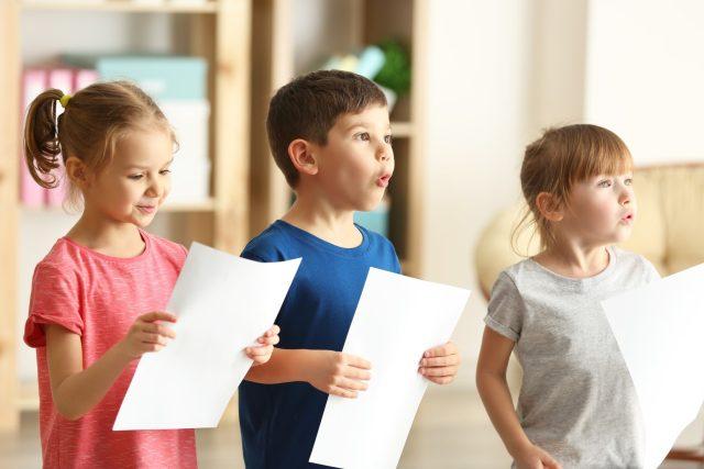Děti, zpěv (ilustrační)