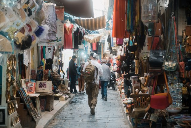 Expedice Z101, Tunis, Tomáš na místním trhu (souk)