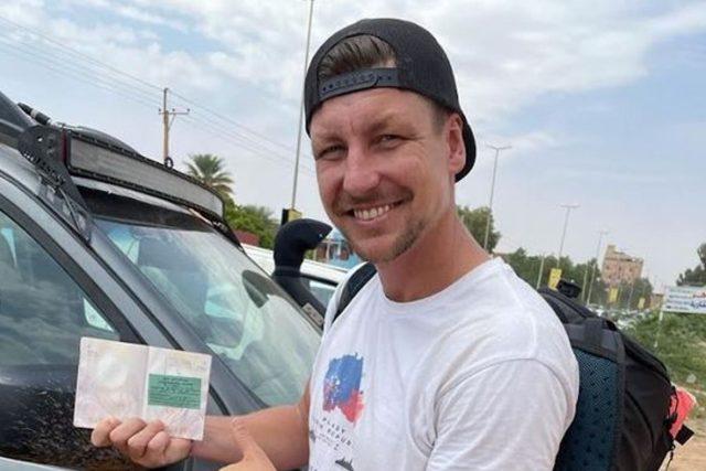 Tomáš s povolením k pobytu v Súdánu na další dva měsíce | foto: Expedice Z101  (bodhi.style s.r.o.)
