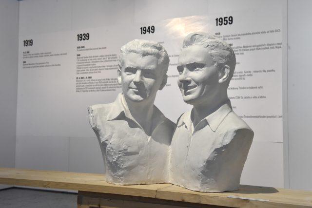 Výstava ve Zlíně věnovaná uměleckým dílům spojeným s životem Jiřího Hanzelky a Miroslava Zikmunda