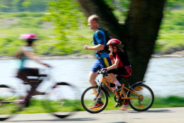 Cyklista,  cyklostezka,  sport | foto: Fotobanka Profimedia
